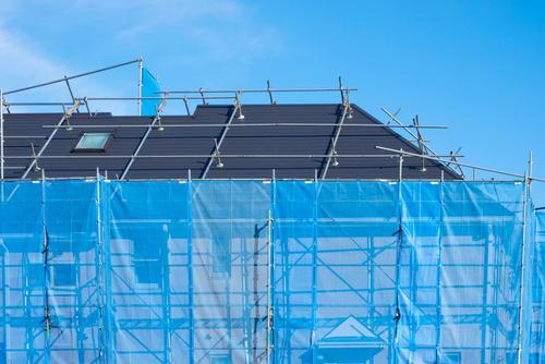 経年劣化で外壁塗装が必要に!火災保険は申請可能?火災保険適応の例と注意点